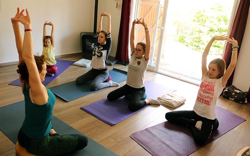 posture-yoga-adolescent-jeune